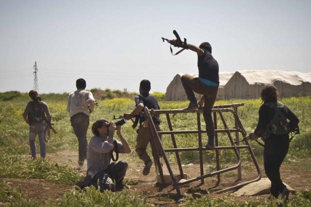 Syrië, het land van de kalasjnikovs. Foto Jeffry Ruigendijk / Annabell van den Berghe