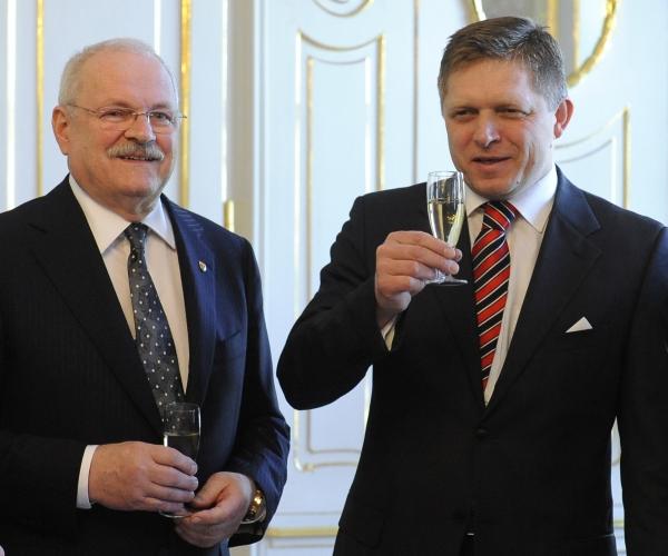 Premier Robert Fico (links) en president Ivan Gasparovic. Foto: RightWingerPo / Wikimedia Commons