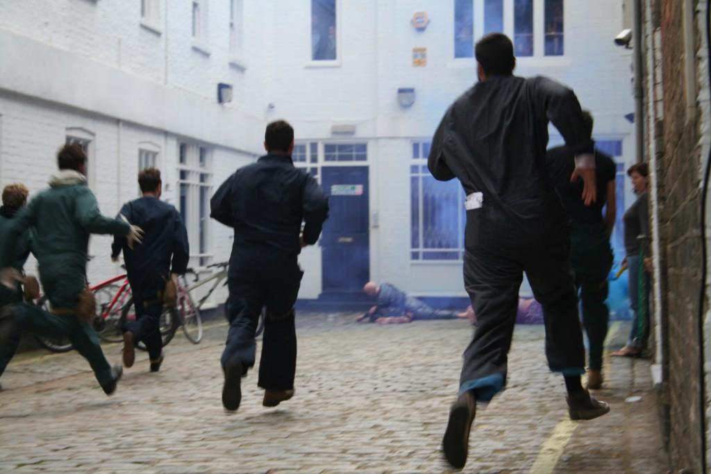 Tijd om de slachtoffers in veiligheid te brengen. Foto Hans Klis