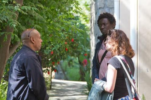 Janneke Juffermans en Babah Tarawally in gesprek met een projectmedewerker van Light of the World in Ethiopië.