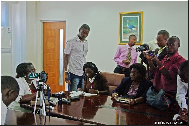 Persconferentie met Oegandese pers. Foto Boris Lemereis