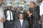 Christelijke en islamitische leiders zegenen de bedenker van de Oegandese anti-homowet, David Bahati (geknield). Foto Arne Doornebal