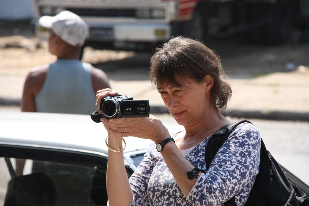 Minka Nijhuis filmt op reportage (foto: Minka Nijhuis)