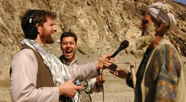 Correspondent Gregory Warner aan het werk in Afghanistan (Beeld: Transom)