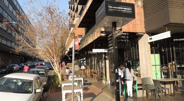 Mijn woonwijk Maboneng, waar het prettig toeven is voor de Zuid-Afrikaanse middenklasse en expats als ik. Foto Niels Posthumus