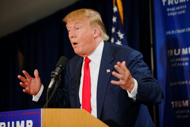 Donald Trump tijdens een van zijn campagnetoespraken  in New Hampshire, juli 2015. Foto Michael Vadon / Wikimedia Commons